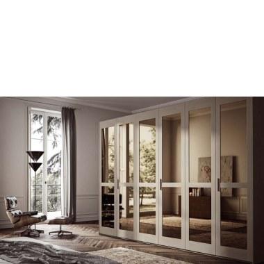 Широкий шкаф с зеркалами в интерьере фото