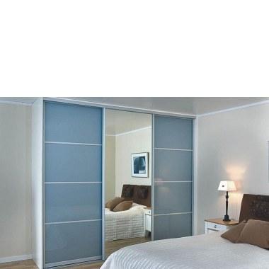 Синий шкаф-купе фотография
