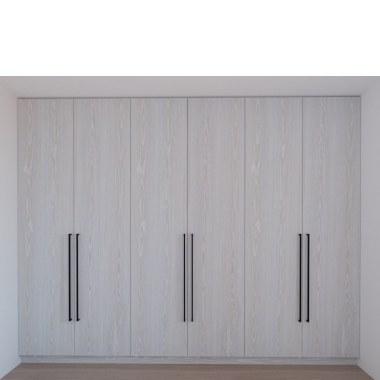 Встроенный распашной шкаф Смарт фото