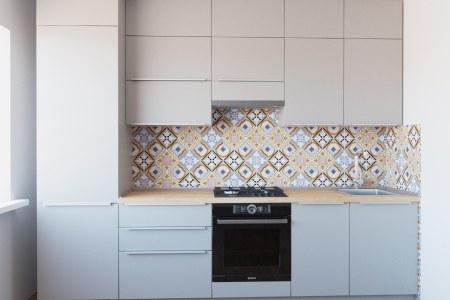 Светлая небольшая кухня Аконит