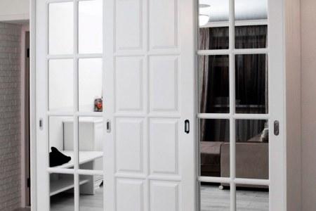 Стильный шкаф купе Венеция белого цвета