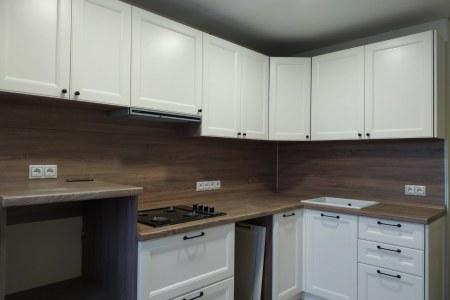Кухня с фрезерованным фасадом из эмалированной МДФ фото