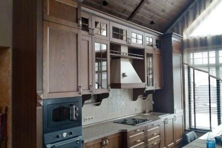 Кухня с фасадами из массива дерева фото