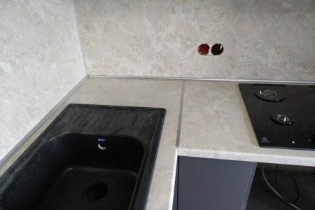 Встроенная мойка на кухне фото