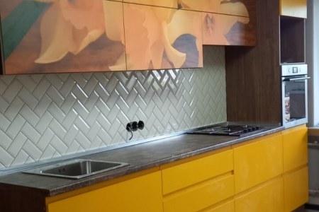 Яркая желтая кухня фото