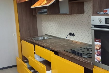 Выдвижные ящики на кухне с доводчиками фото