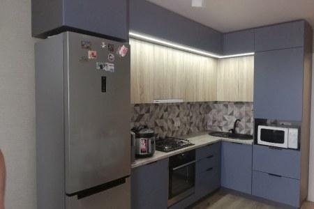 Кухня под потолок с подсветкой фото