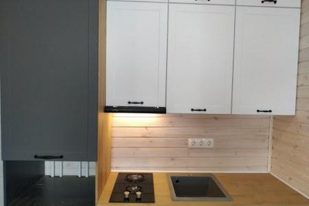 Контрастные шкафы на гарнитуре из МДФ фото