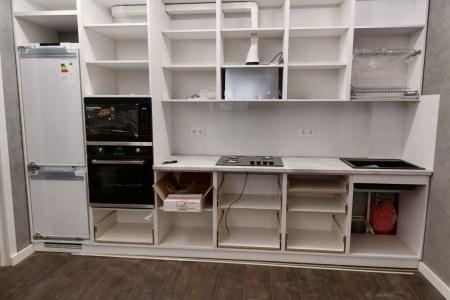 Готовая работа от Владмебельстрой кухня белая