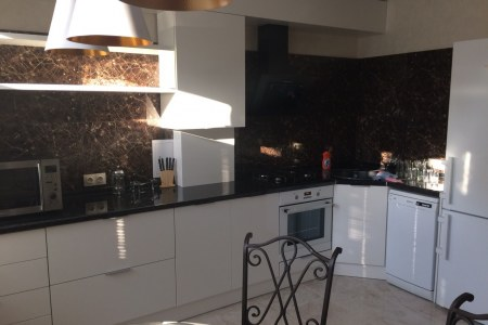 Кухня с фасадами из эмали на заказ