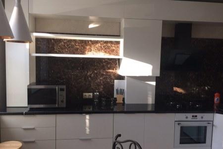 Кухня с фасадами Эмаль Глянец