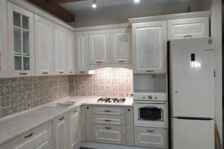 Кухня с фасадом из шпона фото