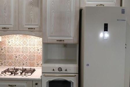 Белая шпонированная кухня фото