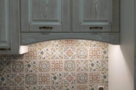 Шкафы на кухне из шпона фото
