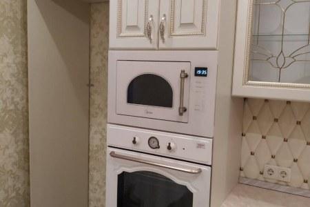 Классическая кухня с встроенной техникой