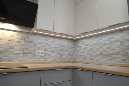 Кухня белая с серым хай-тек