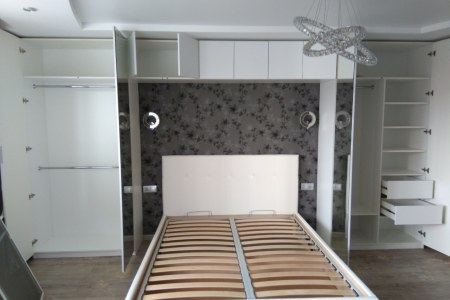 Распашные шкафы с кроватью
