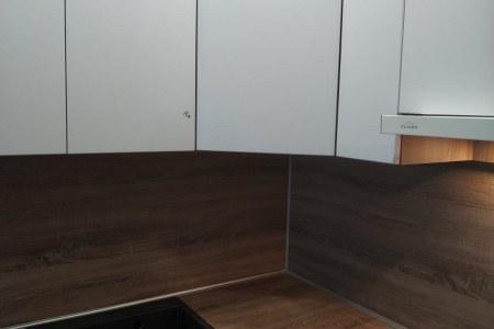 Кухня-студия с врезной ручкой фото