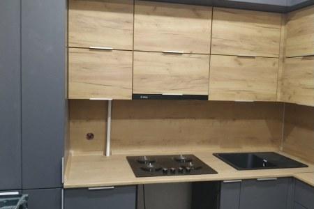 Кухня в серых графитовых тонах фото
