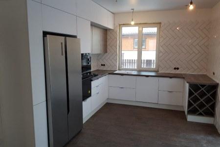 П-образная кухня с фасадами из МДФ под пленкой ПВХ фото