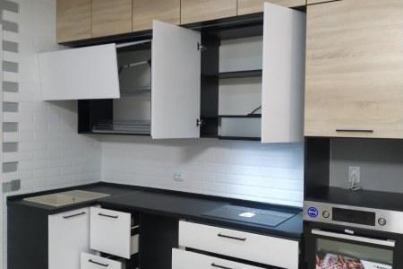 Современная светлая кухня на заказ фото