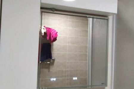 Шкафчик в ванной комнате фото