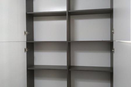Распашной шкаф фото (открытые двери)