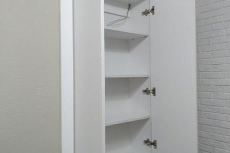 Еще один распашной встроенный шкаф фото