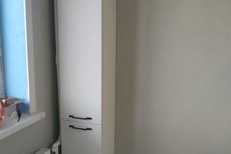 Узкий шкаф в комплект с кухней фото