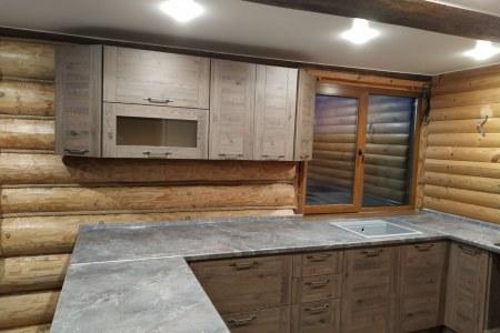 Кухня с фартуком из стекла Скинали