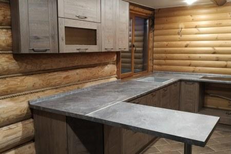 Кухня в деревянном доме на заказ