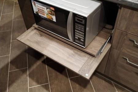 Кухня со скрытой микроволновкой