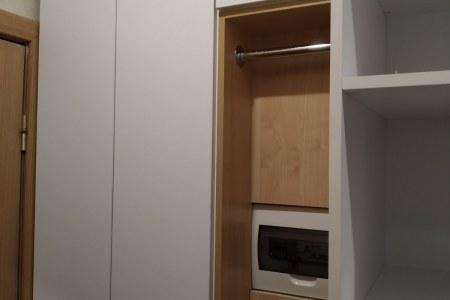 Белый шкаф во всю прихожую