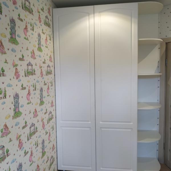 Светлый шкаф в детскую