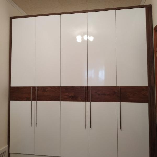 Белый большой распашной шкаф на заказ