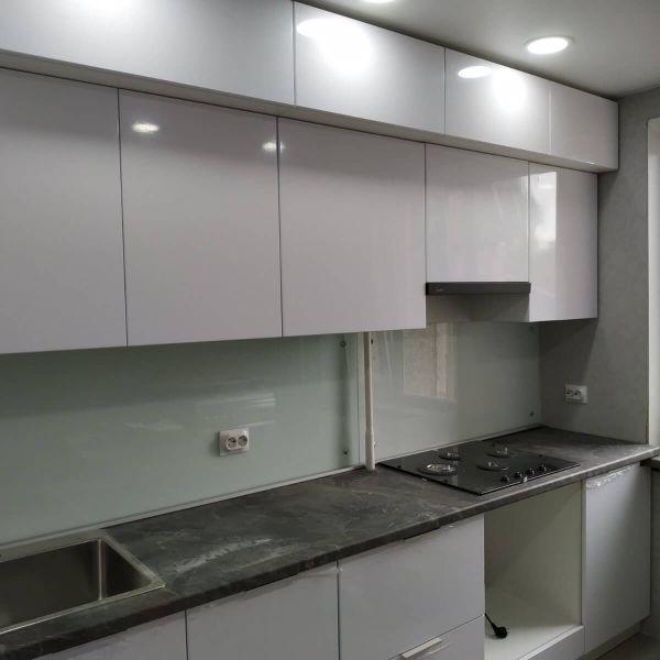 Кухня с влагостойкой столешницей КЕДР фото