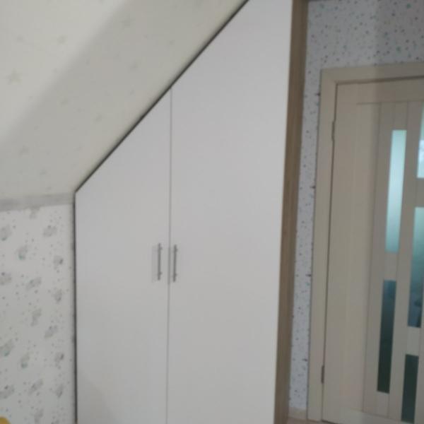 Шкаф со складными дверями купе